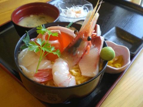ぼたん海老海鮮丼定食980円♪