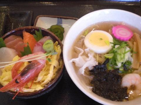 塩ラーメン海鮮丼セット722円♪