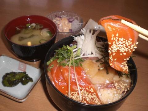 明日は海鮮漬け丼定食♪