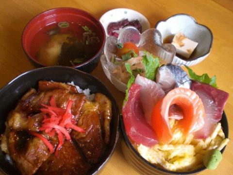 明日のランチタイムは甘辛豚丼ちらし寿司セット♪