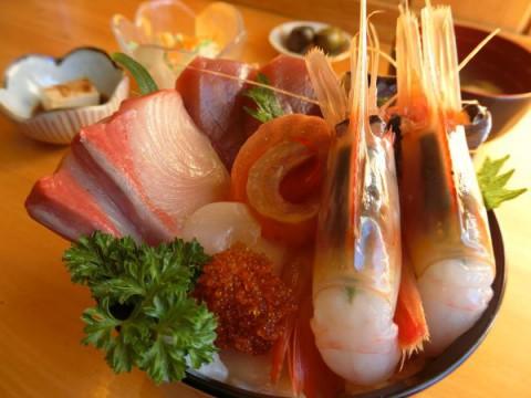 ぼたん海老が2尾の海鮮丼♪