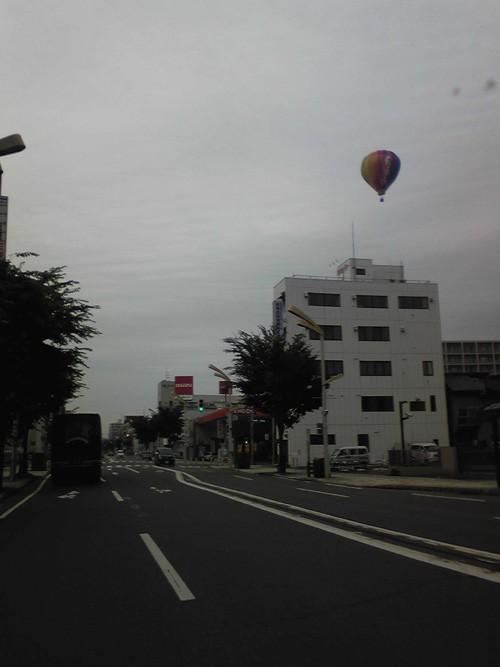 帯広街中に熱気球