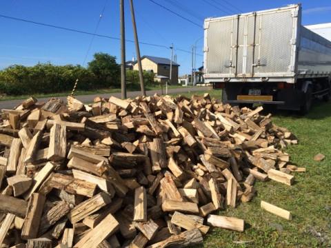 本日は、釧路に薪の配達に行きました