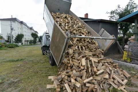 今日は、北見に薪の配達に行きました