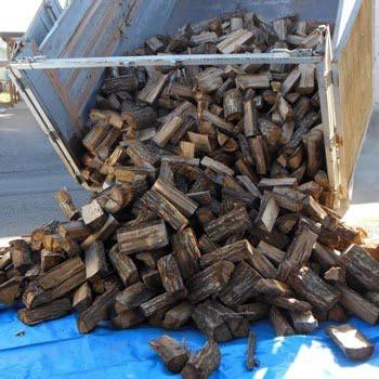 今年も沢山薪を作りました