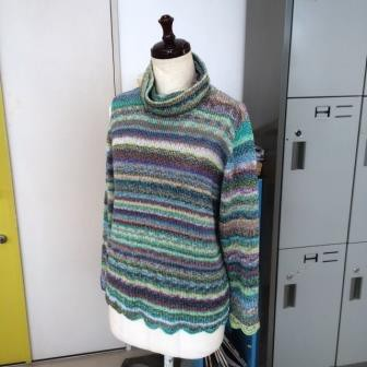 オフタートルのセーター