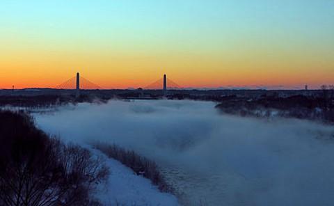 十勝川を覆う白い毛嵐