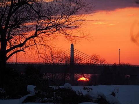 とんでもない所から見えた朝陽はサンピラー