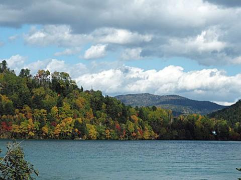 紅葉が始まった然別湖