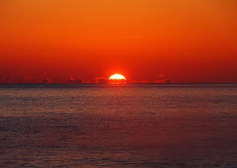 気嵐の中に見えた達磨朝陽