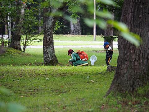 すずらん公園で親子の光景