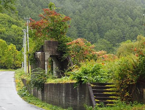 尺別炭鉱跡地と紅葉