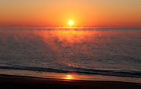気嵐の海の日の出