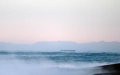 夜明けの海の蜃気楼
