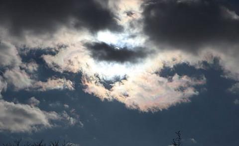 冬空の彩雲と氷の造形