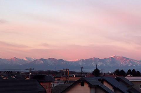 朝日に染まる日高山脈