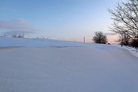 強風で出来た雪庇