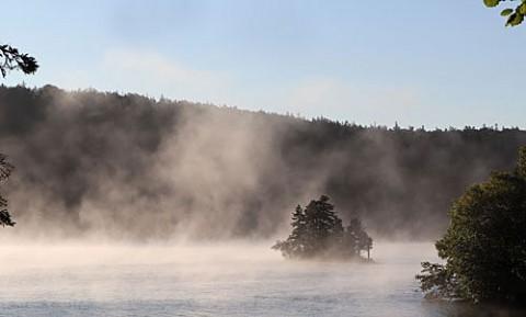 然別湖の弁天島
