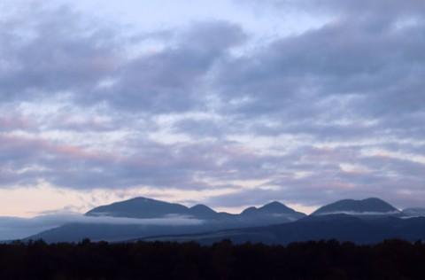 上士幌町ナイタイ山と朝焼け