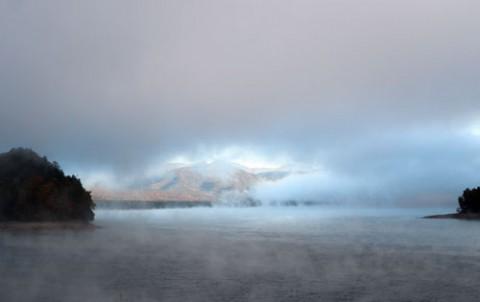 気嵐の糠平湖
