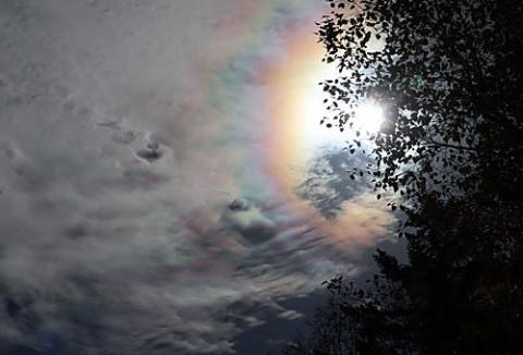 三股の山で撮影はハロと彩雲