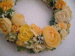 可憐な黄色いお花のリース