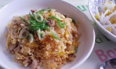 お昼は「豚キムチ炒飯」にしました