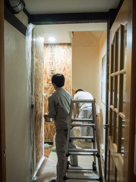 新館(エゾフクロウの部屋・洗面所)への通路の内装が完成しました。