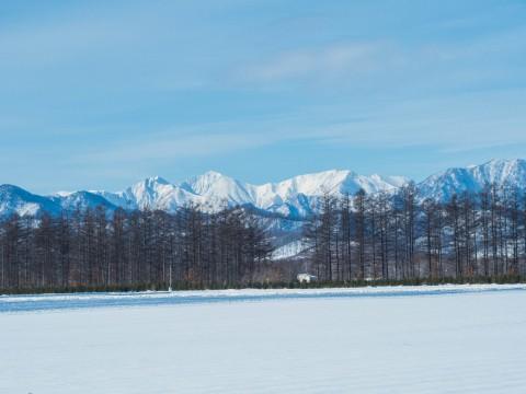 日高の山並みがきれい・・快晴の十勝、年末の風景。