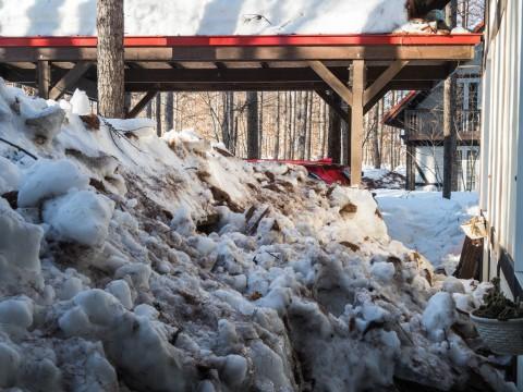 """今年の""""屋根からの落雪""""例年にない激しさでした。"""