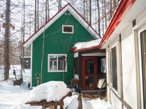 厳寒期の2月なのに・・記録的な暖かさで雪解けが進みます。