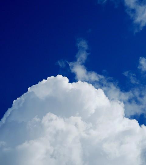 今日の空と、次期PCデスク