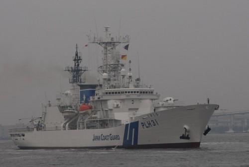 巨大巡視船の接岸シーン