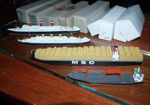 1/1250船舶模型商品、客船とコンテナ船モデルシップを追加しました。