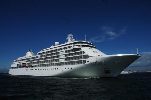 客船『シルバーシャドー』が寄港。