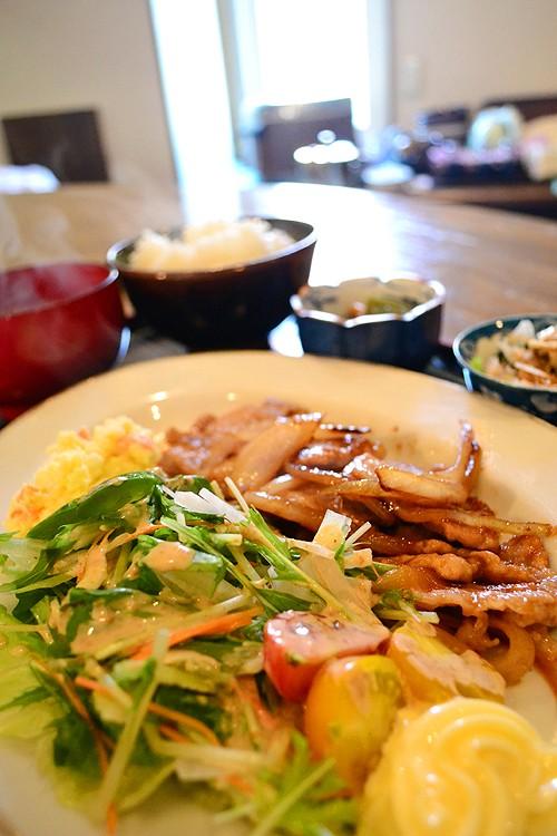 豚のしょうが焼き定食と昨日の酒の肴