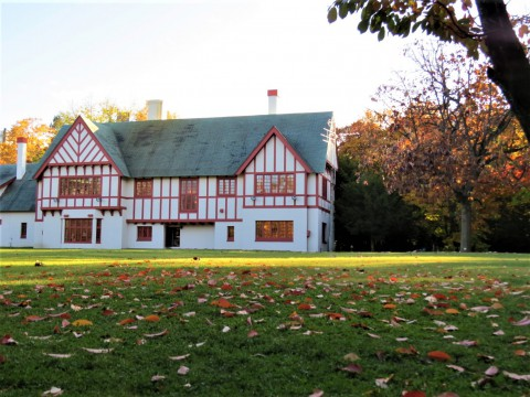 紅葉の知事公館