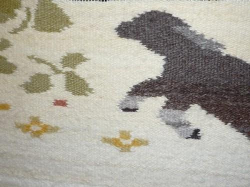 跳びはねる 羊、ちょっと 織り進む。