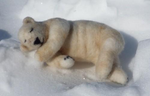 居眠りすぅすぅ シロクマさんの夢。