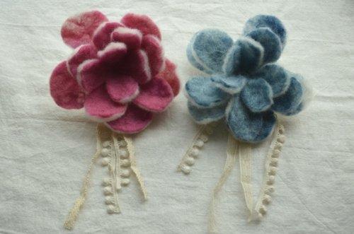 フェルトの花コサージュと 色のマジック!