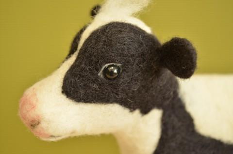 羊毛フェルトで ホルスタイン牛 =3