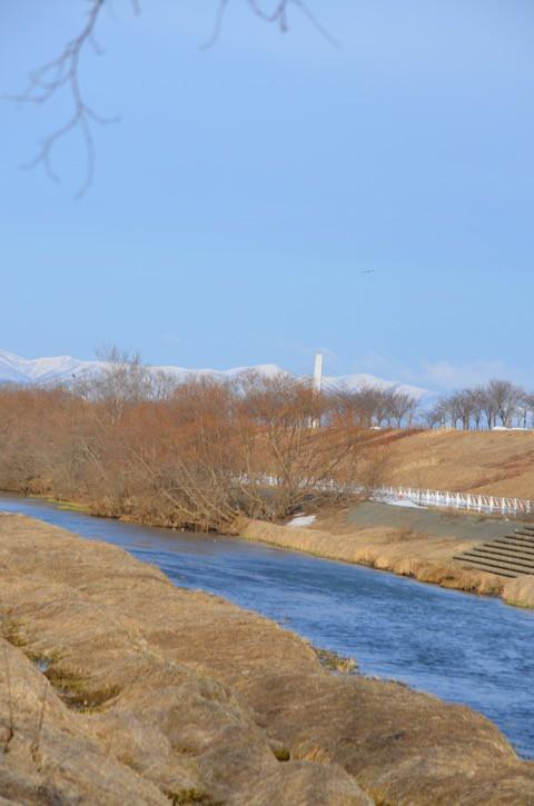 春分の日の朝 帯広川