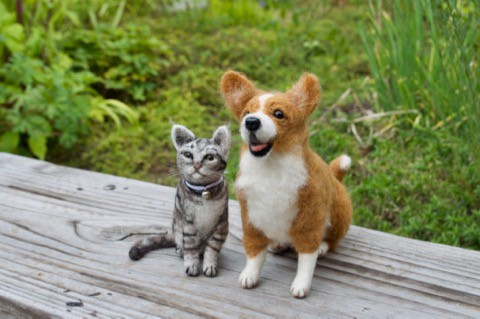 羊毛フェルトでコーギーのバズくんjr.と 猫のエディくんjr.