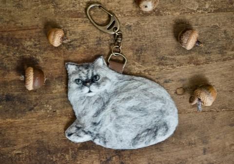 ネコのトムさんのバッグチャームとか・・・