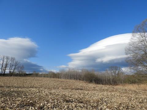 風が強い日の ふしぎ雲