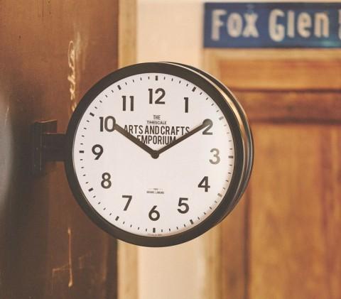 人気の両面時計入荷