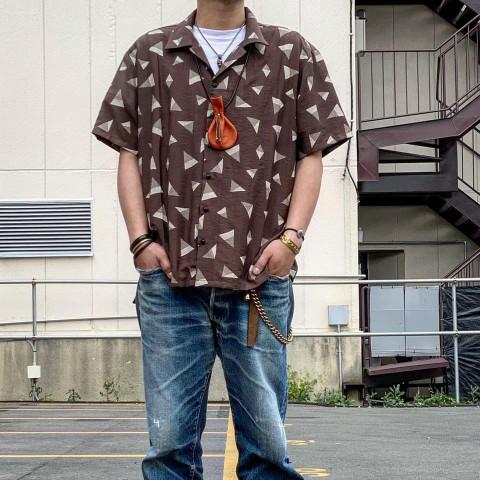 REVO 総柄レトロシャツ!!