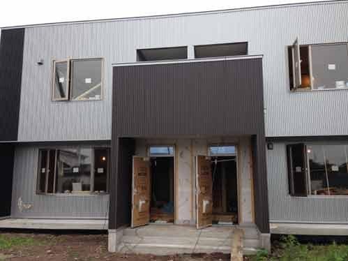 Duplex  外観が完成し、内装工事中です