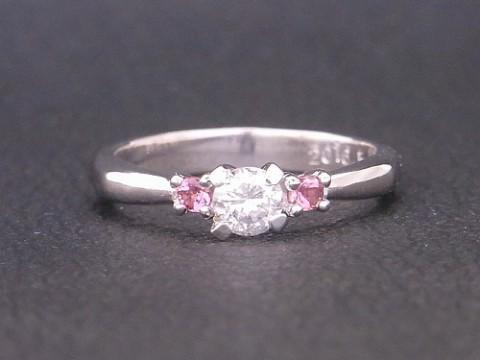 ダイヤモンドと10月誕生石トルマリンのプラチナ婚約指輪!