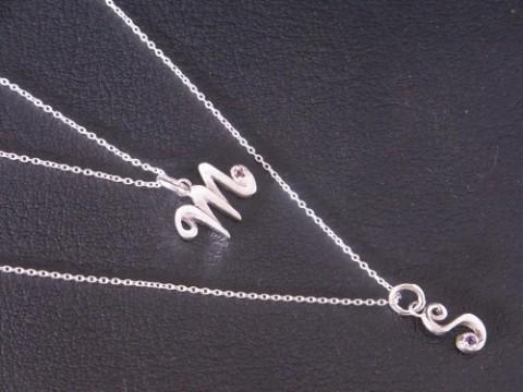 ペアでご購入頂いた「M」&「S」のイニシャルネックレス!!